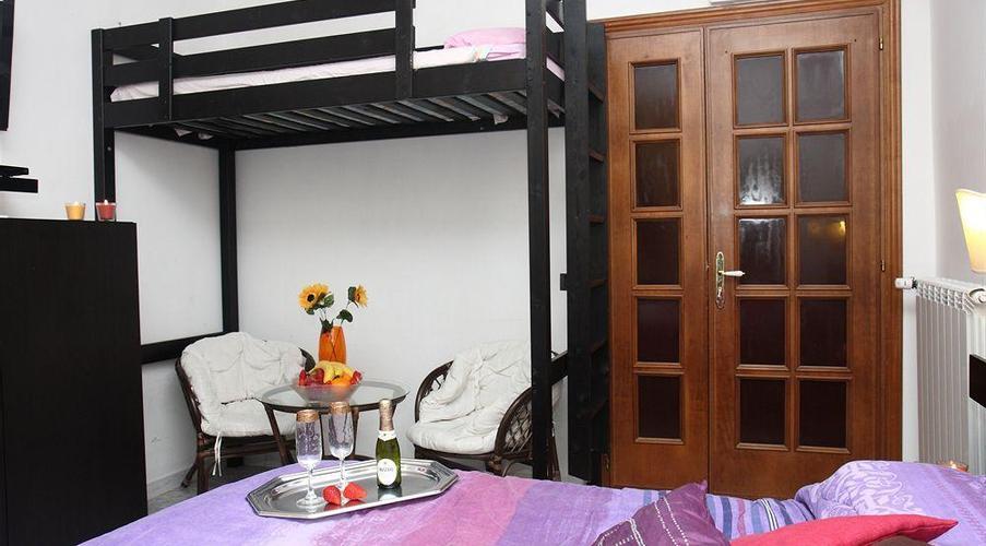Sala Fumatori Ciampino : Villa relax le due palme ciampino zona xix casal morena